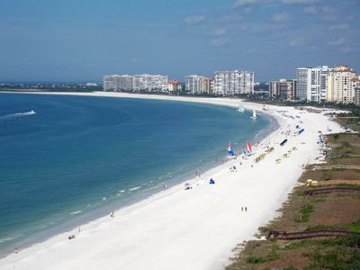 Marco Island Getaway-perfect location to enjoy the 4 mile crescent beach