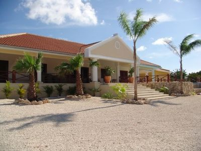 Luxury villa with private pool and spacious terraces (from € 215.00 pn)