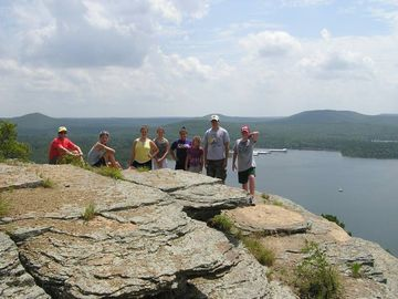 Greers Ferry Lake lodge rental - On top of Sugar Loaf in Greers Ferry Lake