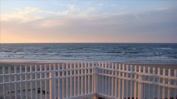 Huge front deck looking over the ocean. Sunrises, sunsets, and the stars gazing