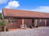 PARLOUR BARN, romantic, luxury holiday cottage in Pershore, Ref 26229