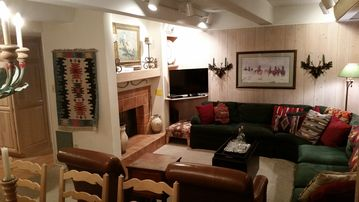 Vail International condo rental - Gas Fireplace, HDTV, DVD, Wifi, Hulu and Netflix,