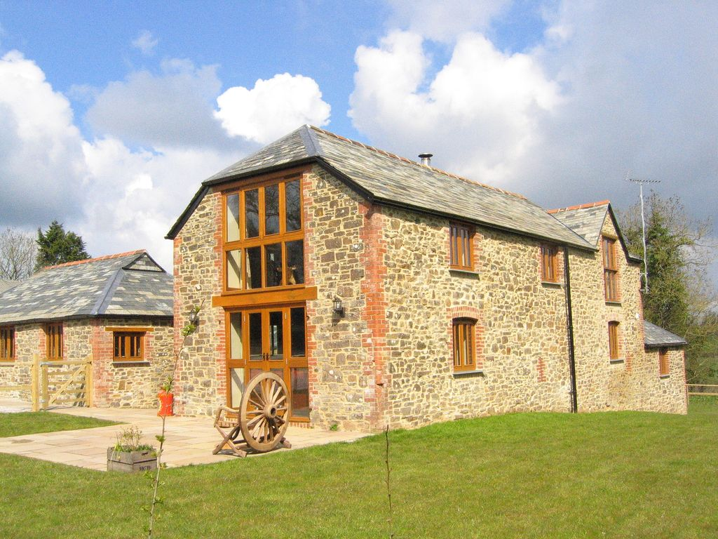 E1029 Stunning Luxury Barn Conversion Large Garden