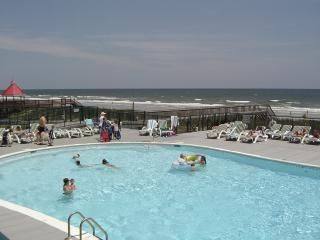 Ocean Front Pool w/Kiddy Pool, Hot Tub, Tiki Bar and Restaurant