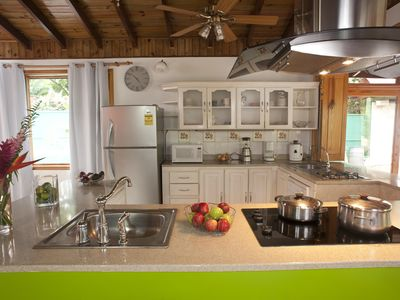 Fully equipped kitchen including a dishwasher