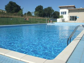open air swimming pool 5 mins from house