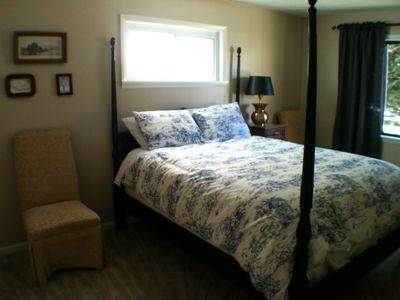 Silverton apartment rental - front bedroom includes queen, closet and dresser