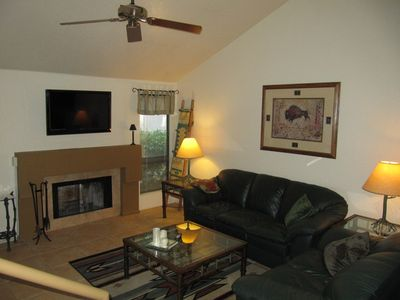 Spacious Living room with 40' Flatscreen TV, Fireplace and Leather Couch's.