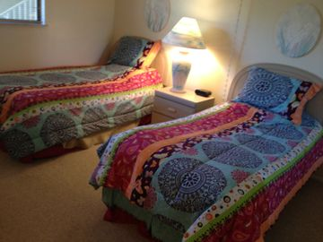 Guest bedroom w/2 twin beds