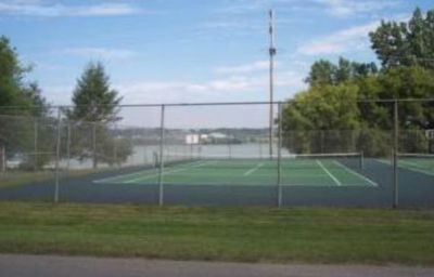 Tennis courts just steps from the pool