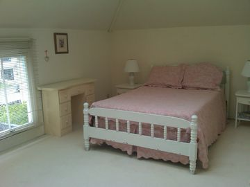 Bedroom overlooking Garden also has pull out couch,