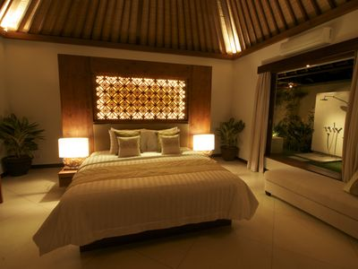 Villa Seriska master bedroom with garden bathroom