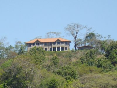 Magnificent Panoramic Ocean Views , Close To All Local Restaurants
