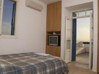 Andros villa photo - Double bedroom top floor