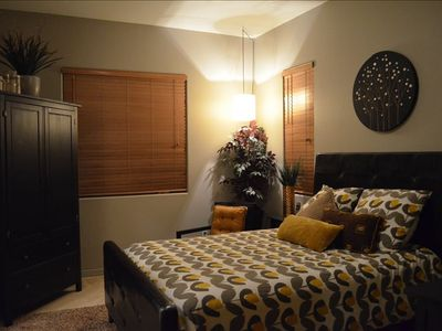 Guest Suite w/ Queen Bed, 32' HDTV, DVD, premium cable & Full Size bathroom