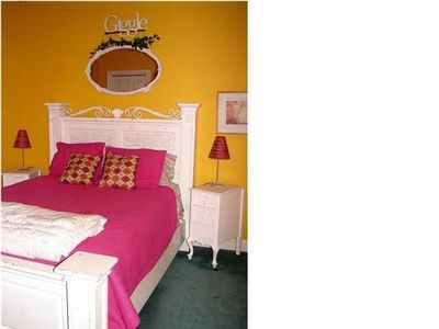 Giggle Room with queen size bed