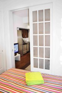 bed room door close