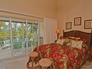 Grand Cayman condo photo - Retreat #33 - Master Bedroom