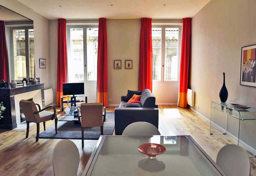 bordeaux holiday apartment t2 spacious and luxurious hyper center. Black Bedroom Furniture Sets. Home Design Ideas