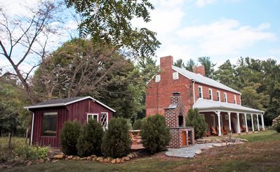 Modern 1850s Luray Farmhouse, Near Shenandoah National Park, Lake Arrowhead