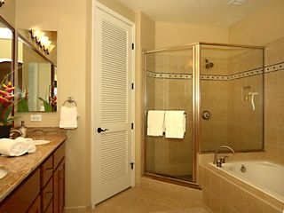 Waikoloa Beach Resort townhome photo - Master bathroom with separate soaking tub and large walk-in closet