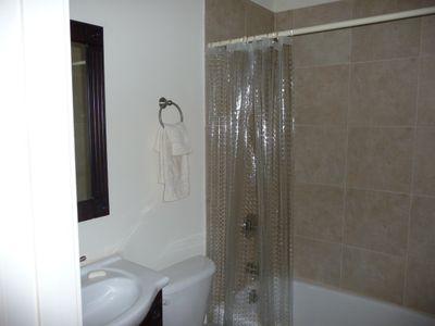 Folly Field villa rental - Guest Bath has Tile Showerr/Tub Combination & 2nd Door to convert to a suite.