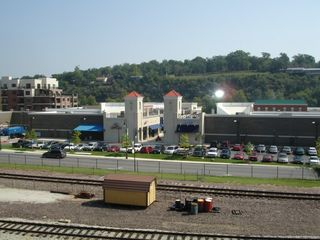 Branson hotel photo - The Hilton Hotel Drive is Adjacent To Branson Landing!