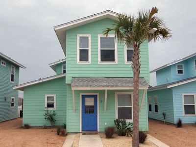 Super cute 4 bedroom 3.5 bath home in fabulous Royal Palms!