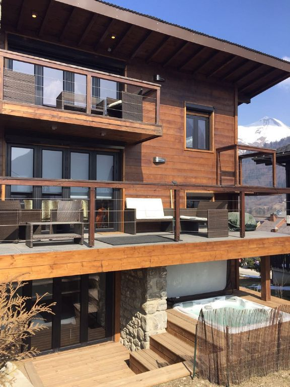 Chalet roc modern chalet with luxury features and wraparound 1338894 - Chalet moderne ...