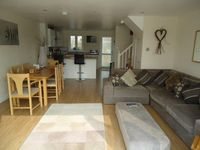 Gorgeous self catering lakeside holiday lodge in the Cotswolds