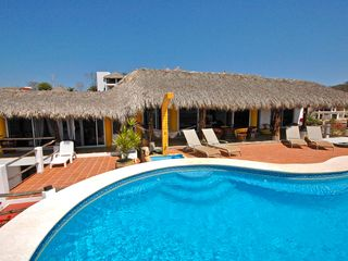 Huatulco villa photo - The sparkling pool awaits you!