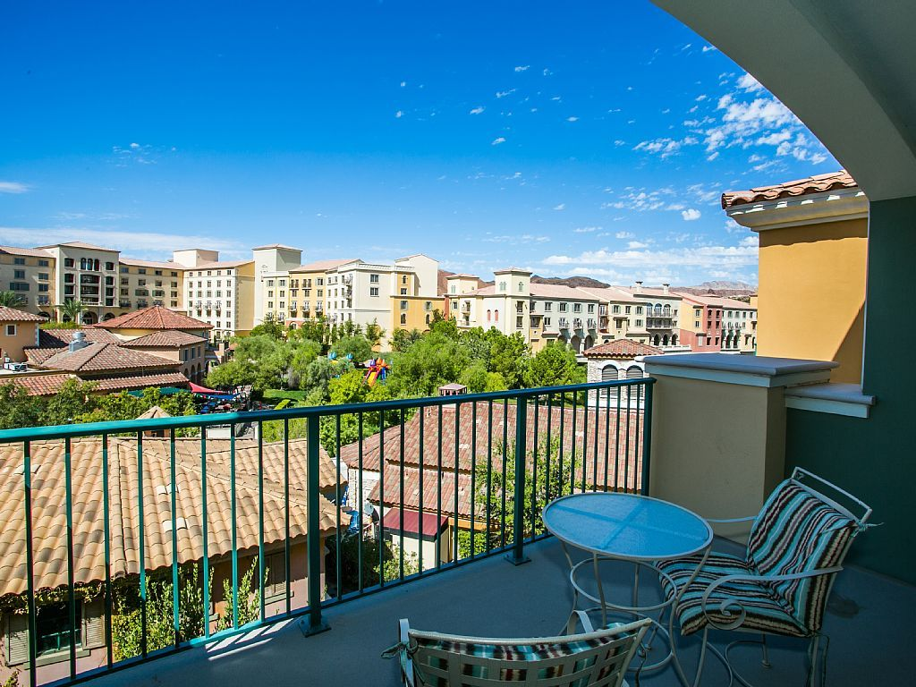 Lake las vegas 2 bedroom king size 2 twin vrbo for Cheap one bedroom apartments in las vegas