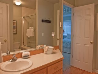 Depoe Bay condo photo - Seacliff Loft - Full Bath with Jetted Tub