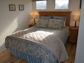 plush Queen sized bed, top quality linens