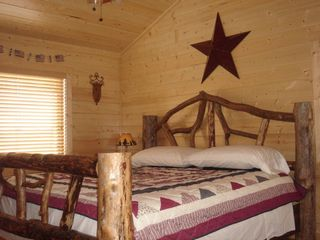 Ellijay cabin photo - 'Americana' MasterSuite with Jacuzzi in MasterBath.