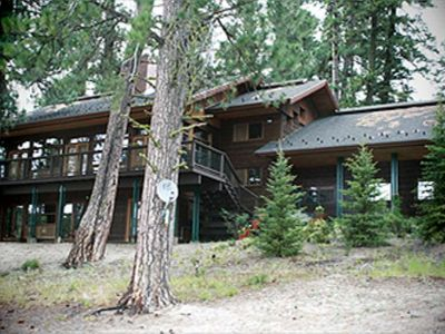 Lakefront Home!  4 bed + loft, 3.5 bath.  Sleeps 8-10.  Private Dock - Beach