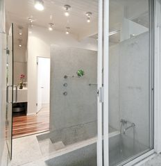 Hollywood house photo - master bath