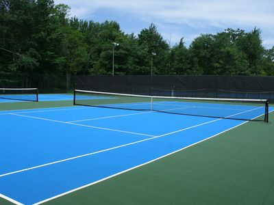 Four tennis courts next to the Lake for you to enjoy.