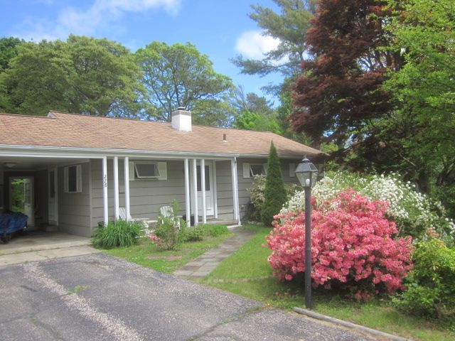 Cape Cod 3BR w/AC Less Than 1 Mile To Dowses Beach Pass Included