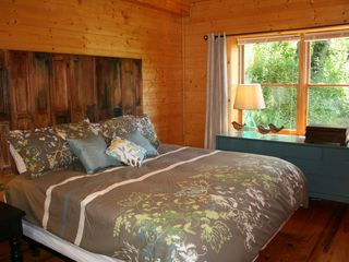 Pigeon Forge cabin photo - Each bedroom has a full decorator bathroom and is on its own level for privacy.