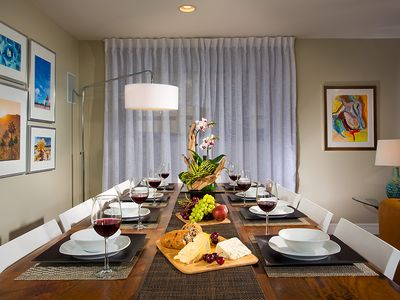 Rancho Mirage house rental - Plenty of seating for 8 to 10 at the 104-inch dining table.