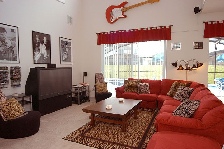 Hollywood rock 39 n roll themed home pool vrbo for Rock n roll living room