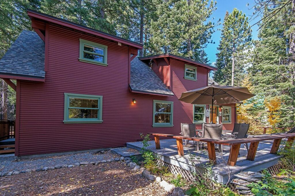Knotty pine cabin in north lake tahoe vrbo for North lake tahoe cabins