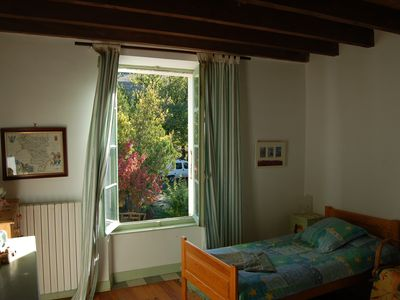 Laurac farmhouse rental - bedroom with two single beds