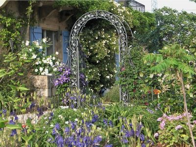 Verfeil cottage rental - Gardens in May and June