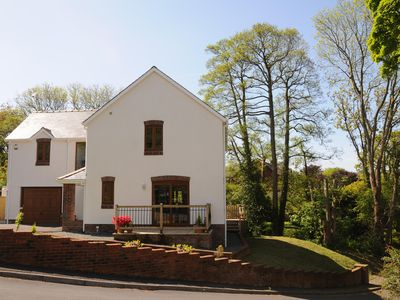 Pretty, peaceful location close to Tresaith beach, pet freindly