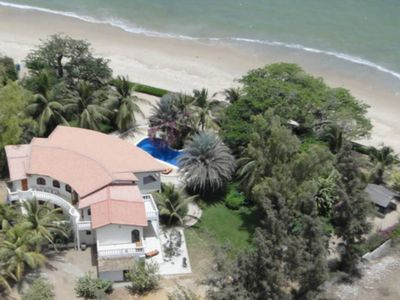 Nianing HOUSE - WATERFRONT -Swimming pool and private beach.  - All conforts-