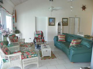 Palmetto Point house photo - Comfortable colorful Livingroom