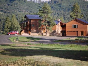 Pagosa Springs house rental - View of house coming down driveway