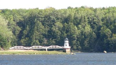 Bath house rental - Doubling Point Lightouse on Kennebec River